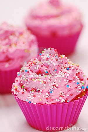 Google Afbeeldingen resultaat voor http://www.dreamstime.com/pink-cupcakes-thumb13828130.jpg: Birthday Parties, Child Birthday, Little Girls Birthday, Cupcakes Birthday, Sprinkles Cupcakes, Pink Cupcakes, Cupcakes Rosa-Choqu, Birthday Surprise, Baby Shower