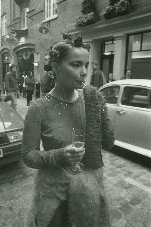 björk photographed by jeremy deller (1994)