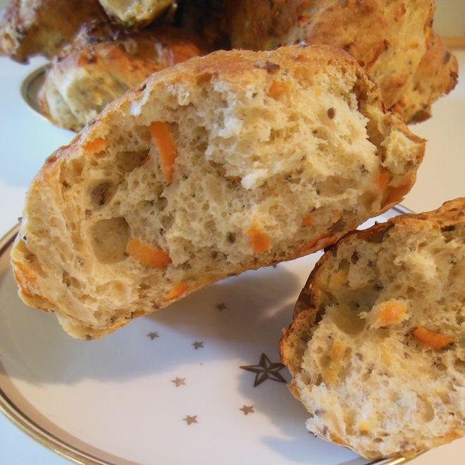 Gulerodsbrud har altid været på min mad-favoritliste, og nu har jeg endelig fået sammensat min egen modificerede udgave af de utallige opskrifter man finder rundt omkring. For mig (der jo ellers elsker at rode rundt i køkkenet) er det altid en kæmpe fordel at kunne bage brød, uden at skulle …