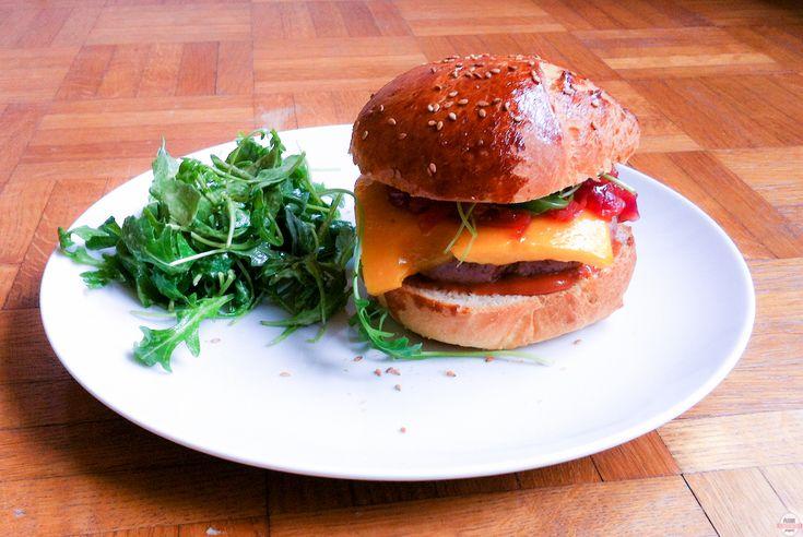 le burger maison à la roquette de Pamela // Homemade burger #cooking #recipe #recette #cuisine #kitchen #burgers #homadefood #food #fatfood #comfortfood #burger #homadeburger #food #foodporn