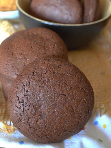 cioccolato fondente, tuorlo, burro, cacao, farina, noce, lievito, uovo, zucchero di canna