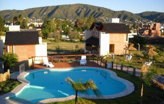 BRISA DEL LAGO en Carlos Paz, Córdoba Disponibilidad y fotos: http://encontratucabana.com.ar/PerfilComplejo.aspx?complejo=48