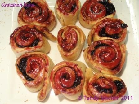Cinnamon And Sour Cherry Buns