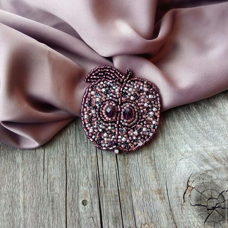 Купить Брошь из бисера Яблочко фиолетово-коричневое - комбинированный, серый, розовый, брошь, брошь из бисера
