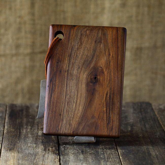 Platou de servire din lemn de nuc - tocator de bucatarie - unicat creatie Loved Things Studio