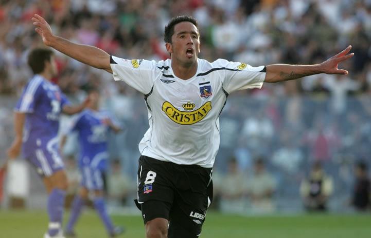 Lucas Barrios, gran delantero, salvó la campaña 2009 con un mediocre plantel, dirigido por Tocalli