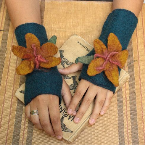 beautiful fingerless gloves