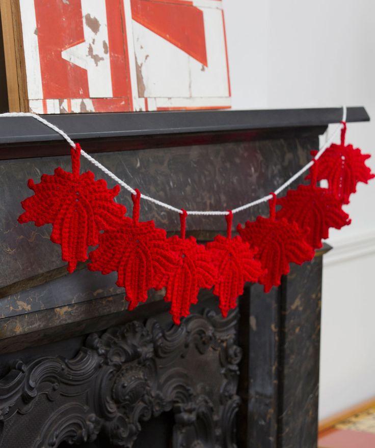 Maple Leaf Banner Free Crochet Pattern | Red Heart Voor op mijn attic herfst krans..als ik eraan durf te beginnen..
