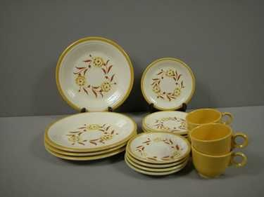1056: Fiesta Casuals Yellow Carnation 4 piece place