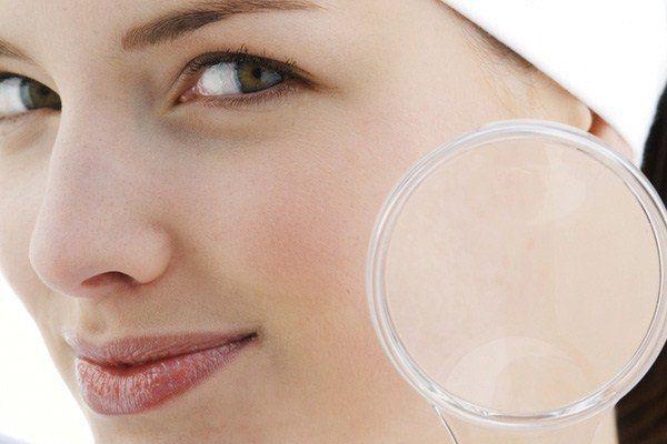 Чистка лица. Проверено!!! 1. Умываем лицо привычным способом, закалываем волосы, чтобы лицо было ...