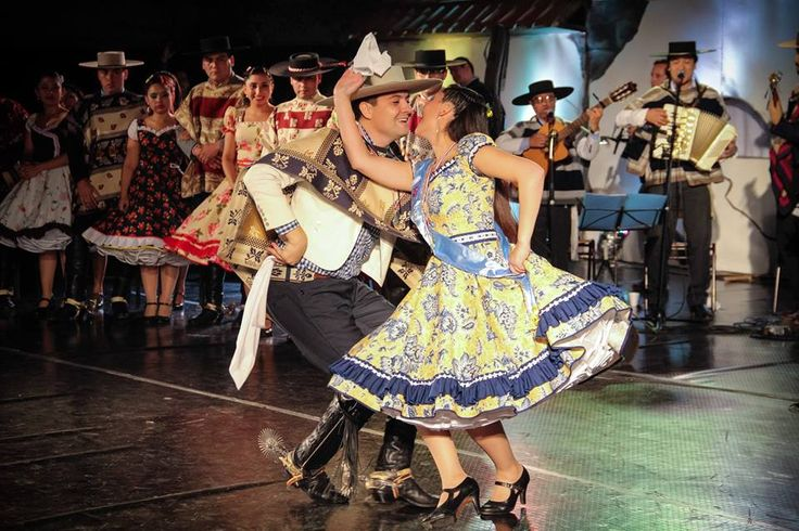2015. PRISCILA BELEN SILVA MORALES y ALEJANDRO ESTEBAN CARREÑO CESPEDES. 47º CAMPEONATO NACIONAL DE CUECA ADULTO ARICA 2015. COMUNA DE LITUECHE, VI REGION DEL LIBERTADOR BERNADO OHIGGINS FUENTE: https://www.facebook.com/1642125659355906/photos/a.1642127549355717.1073741827.1642125659355906/1642127492689056/?type=1&theater