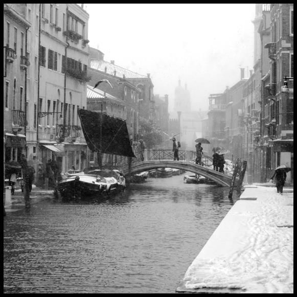 View of Ponte dei Pugni during a snowfall, Venice.  Unlimited edition. Printed on Fine Art Paper 50 x 70 (Paper size)  Signed by Fabio Bressanello
