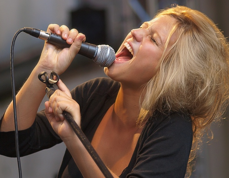 Selah Sue. Seriously Love her voice, music, and face so much.