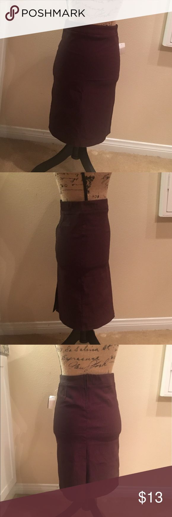 💋NWT💋 Brown pencil skirt 💋NWT💋Never been worn! Fabulous stretchy material, thick and comfortable. Super sexy back slit zip up back, high waist!:) Skirts Pencil