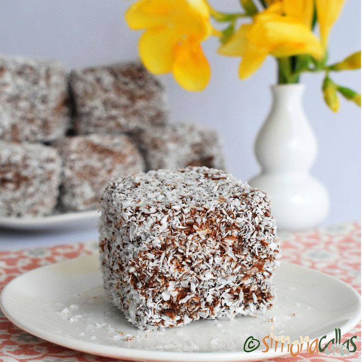 Prajitura tavalita de post Lamington vegan
