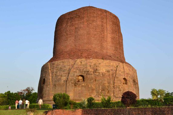 #Dhamek_Stupa, #Sarnath_Uttar_Pradesh - Dhamek stupa is one of the oldest buddhist structures in India. Situated in #Sarnath of Uttar pradesh; this ancient monument was built in 500 CE. The idea of building this stupa came from the #great_king_Ashoka.