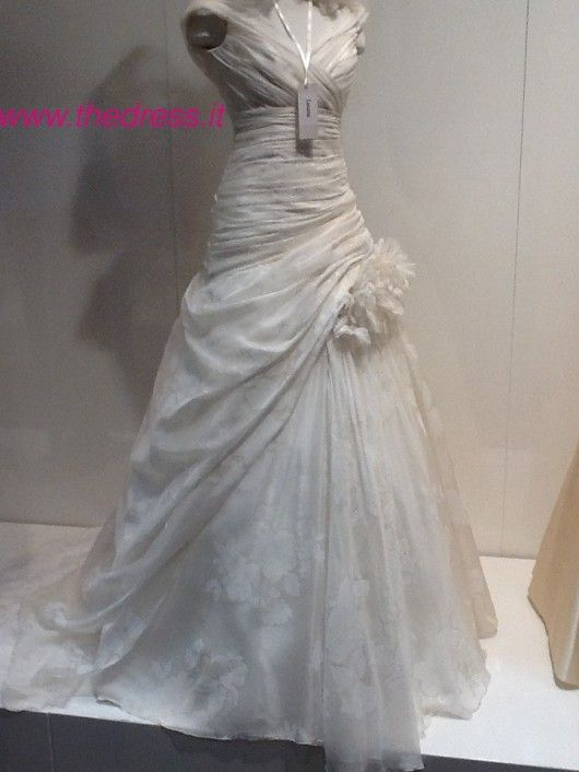 Lunaria - Exclusive thedress.it http://www.thedress.it/4982/esclusiva-la-sposa-carlo-pignatelli-couture-2013-dal-vivo/