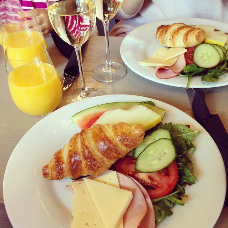 Eloisa, Porvoo. Suosittelen!!! Brunssille, englantilaiseen teehetkeen, wine tastingiin, illanviettoon... Aivan keskustassa, ihana pienen pieni ravintolahelmi.