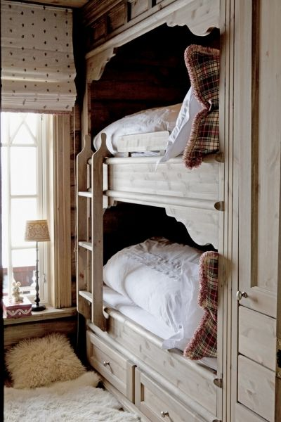 Veranda Country - great built in bunk beds, rustic style