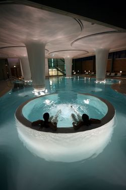 Bath 1025 Thermal Baths with rooftop Spa, Steam pods, pool, whirl pools and views across city of Bath.