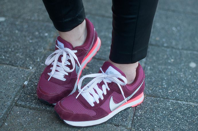 RED REIDING HOOD: www.redreidinghood.com Fashion blogger wearing nike md runner sneakers burgundy outfit details