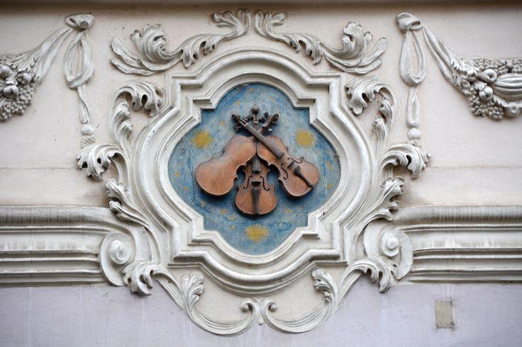 U Tří housliček, Praha, Nerudova