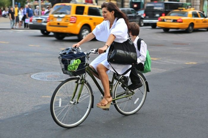 to pee: Inspirational Fashion, People Ride, School Sweet, Http Hikebike Net, Chic Mom, Street Style Fashion, Its