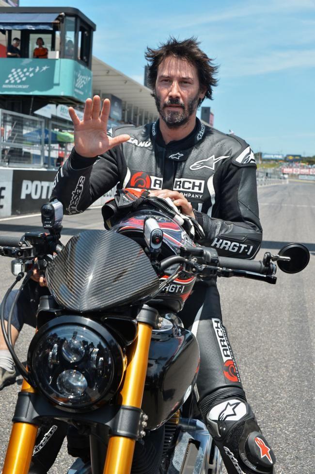 鈴鹿サーキットのレース イメージ画像 デモランに参加するキアヌ・リーブス