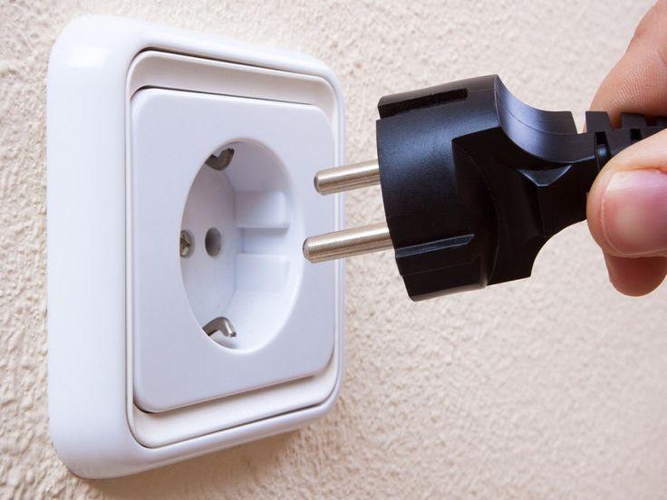 Vuoi imparare a riparare una presa elettrica da solo? Crealacasa ti aiuta a capire come si fa! Segui questo link!  http://www.crealacasa.it/imparare-a-riparare-una-presa-elettrica-crea-la-casa-ti-insegna-come.php