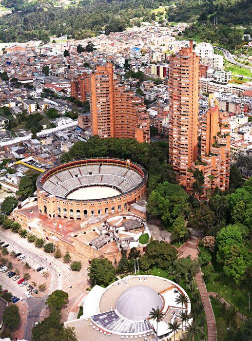 Las torres del parque, obra del arquitecto Rogelio Salmona en Bogotá.