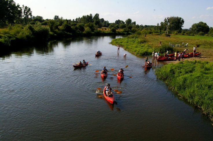 "Approximately 30 Adventist young people took a four-day kayaking trip down the Nida River in Central Poland, stopping along the way to sell and give out copies of the book ""The Great Controversy."" The missionary project was part of ""The Great Hope"" initiative, which is the Adventist Church's campaign to distribute the book that was authored by church co-founder Ellen G. White. [photo: Michał Rakowski]"
