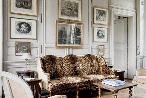 Decoração sala casa sofá onça quadros