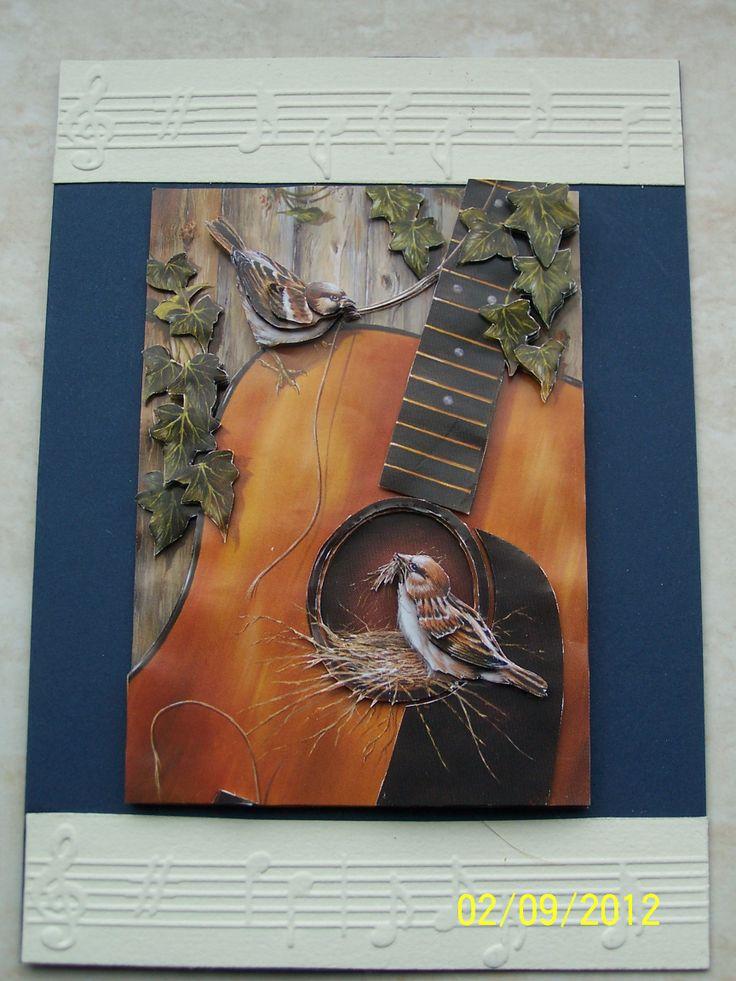 vogelnestje in een gitaar kaart