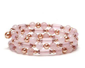 Pulsera de alambre memoria perla oro rosa y cuarzo rosa