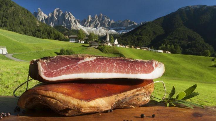 Speck dell'Alto Adige: storia, sapori, caratteristiche e zone di produzione. http://winedharma.com/it/dharmag/febbraio-2013/speck-alto-adige-igp-il-prosciutto-delle-dolomiti