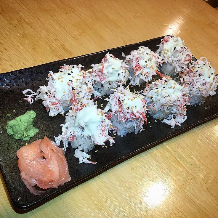 Off menu sushi roll @noodlemonkeygr #eatgr1 #eatgr #sushiroll #sushiroll #experiencegr #grnow #grmi #grgram #grandrapids #grfoodie #westmichigan #themitten #mittenlove #eattheworld  #eater #forkyeah #grandrapidsmi #michiganders #puremichigan #eeeeeats #616