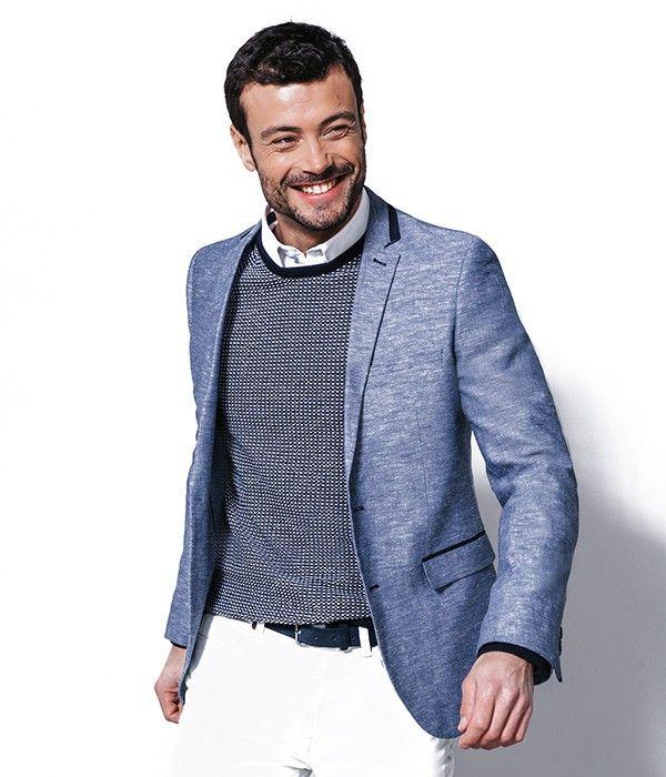 Le produit du jour est une veste pour homme à 2 poches de la marque BRICE. Cette jolie veste bleue est confectionnée avec un tissu natté en coton et lin. Cette veste est très chic et permet de transformer votre look pour un after-work par exemple, une diner romantique, etc... Cette veste homme se porte facilement par dessus un pull et un chemise et le tour est joué. Enfin, on apprécie la coupe slim de cette veste qui affine la silhouette.