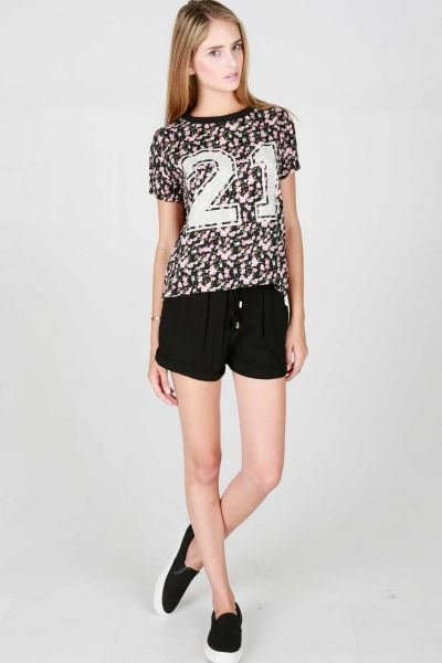 SHORT SLEEVED FLORAL PRINTED TEE WITH VARSITY STYLE 21 GRAPHIC AND CONTRASTING NECK