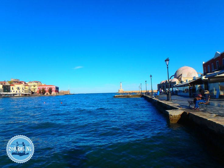 Chania Kreta verblijf in de oude stad:Chania bevindt zich 122 kilometer ten westen van Heraklion.Het is een prachtige plaats om te bezoeken, de stad heeft 100.000 inwoners. Er zijn veel oude Venetiaanse huizen aan de prachtige haven van de stad. Chania is de oude hoofdstad van Kreta. Er zijn veel interessante bezienswaardigenheden in Chania, onder