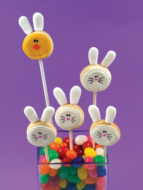 Bunny Cookie Pops are such a cute #Easter treats for kids! http://www.ivillage.com/easter-treats-snacks-recipes-kids/3-b-125384#435755 (easter cookies for kids)