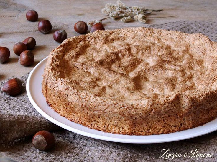 La torta piemontese alle nocciole si prepara con pochissimi ingredienti e non contiene glutine, latticini e nemmeno lievito. Buonissima e profumata!