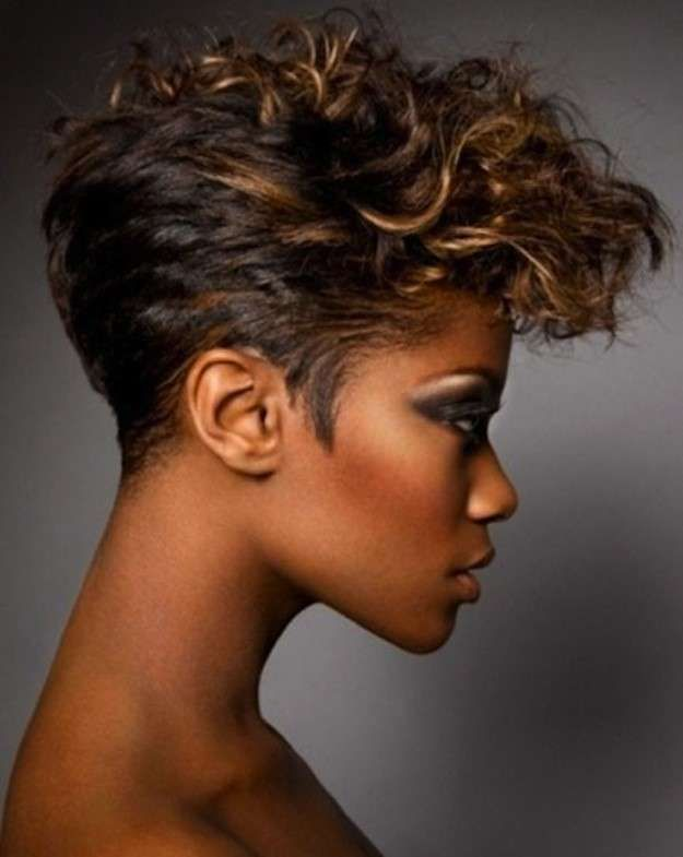 Cortes de pelo rizado corto para mujeres 2014: fotos de los peinados (29/42) | Ellahoy