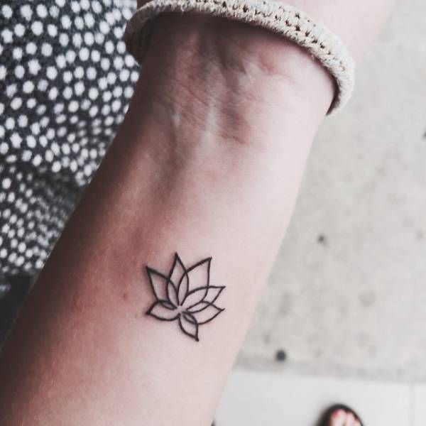 Little wrist tattoo of a lotus flower on Amina.