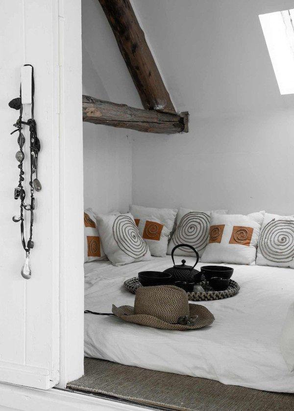 Bedroom in a beautiful and unique bohemian farmhouse. Photography: Barbara Groen, styling: Marieke de Geus