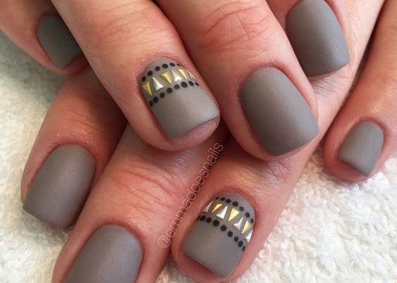 Chi l'ha detto che le unghie corte sono noiose? In questo periodo, complici lo stress e la stagione autunnale, le nostre unghie sono sempre più fragili e rischiano di spezzarsi in ogni momento. Se una