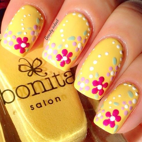 Nail Art Designs In Yellow Colour To Bend Light