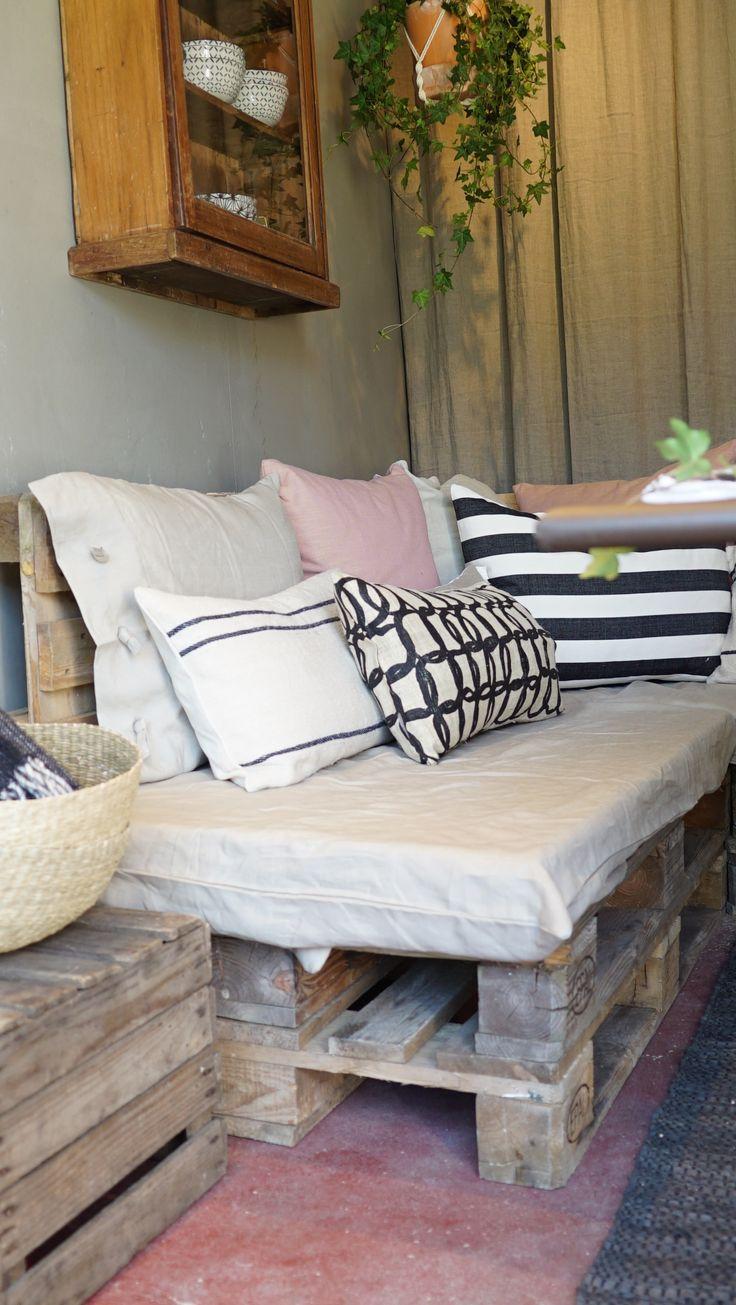 Hanna Peters skapar en soffa utav gamla lastpallar i hennes orangeri i Äntligen Hemma.