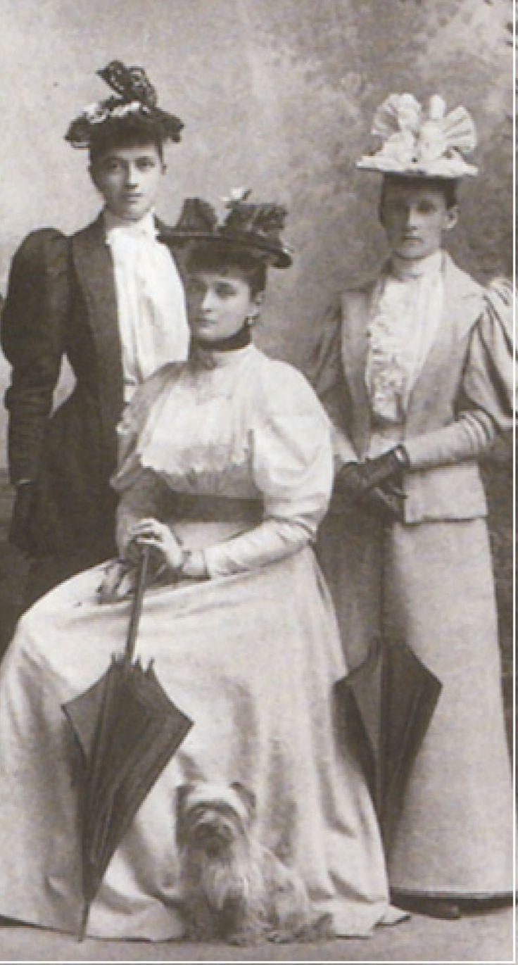 Ekaterina A. Schneider (right) with future tsarina Alexandra Feodorovna and Fraulein Margarethe von Fabrice (left) in 1894 _BM