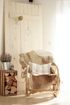 Mein neues Scheunentor #diy #cozy #readingcorner #flowers #decor #decorinspiration #interior