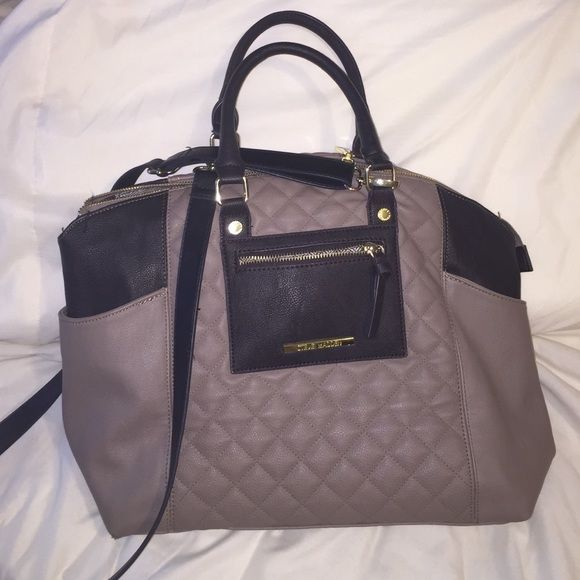 Large Steve Madden Purse! Great condition Absolutely in love with this purse but got another one so there's no use in storing this one. On the large side. Has the regular are straps but removable long strap as well. Steve Madden Bags